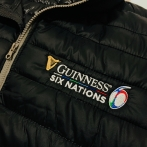 Embroidery on jackets under the patronage of Guinness Brewery, clothing for the most important international rugby competitions in Europe. Embroidered logo on the chest and sleeve.